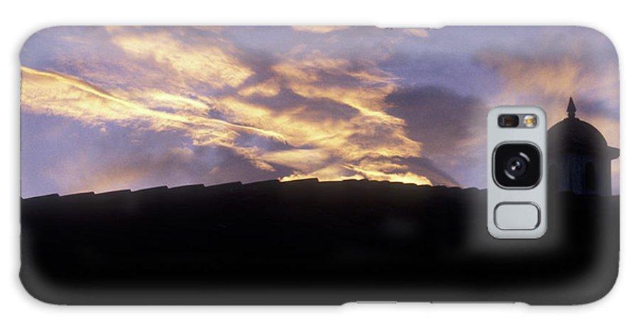Guatemala Galaxy S8 Case featuring the photograph Antigua Sunset by John Mitchell