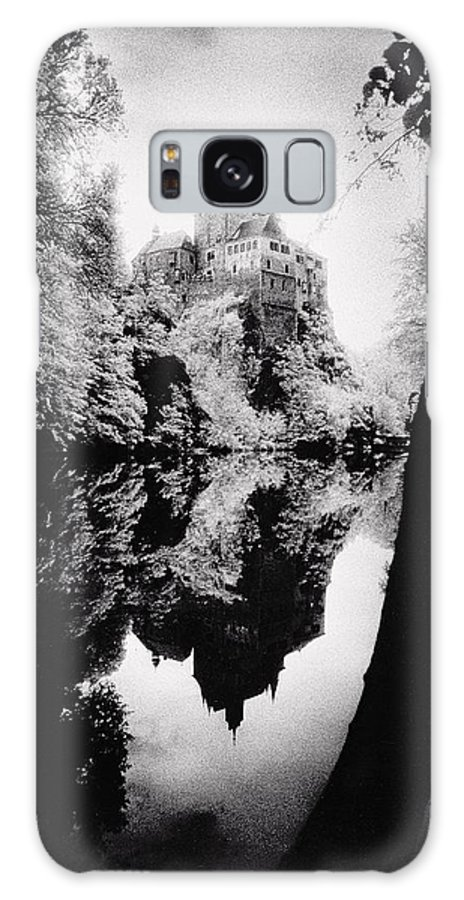 Castle; Ghostly; Reflection; Architecture; Tree Galaxy S8 Case featuring the photograph Burg Kriebstein by Simon Marsden