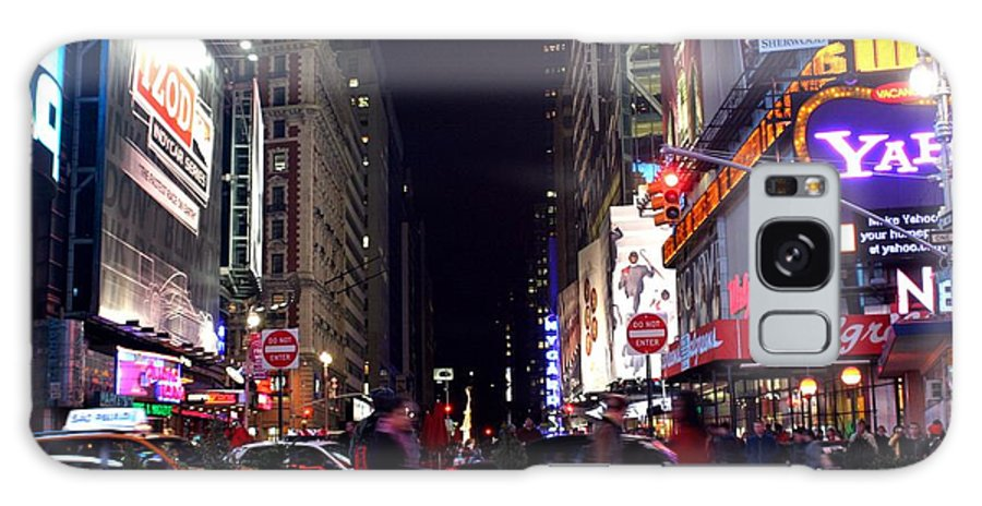 New York City Galaxy S8 Case featuring the photograph Busy Sidewalks Of The City by Living Color Photography Lorraine Lynch