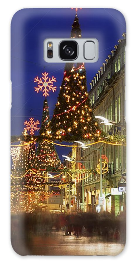 Christmas Galaxy S8 Case featuring the photograph Christmas In Dublin, Henry Street At by The Irish Image Collection