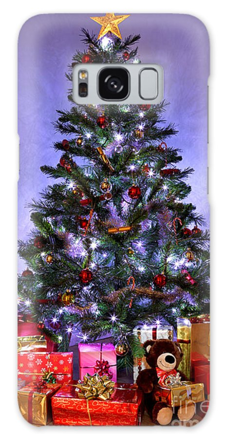 Christmas Galaxy S8 Case featuring the photograph Christmas Tree And Presents by Richard Thomas
