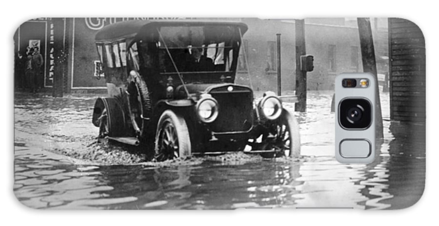 1913 Galaxy S8 Case featuring the photograph Cleveland: Flood, C1913 by Granger