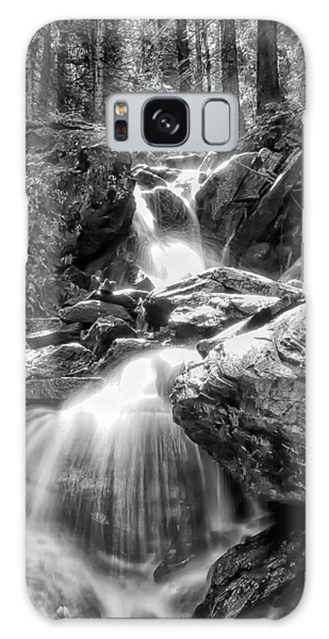 Black White Galaxy S8 Case featuring the photograph Climbing Up Broads Fork Bw by Mitch Johanson