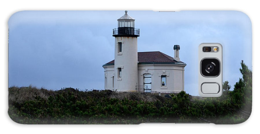 Lighthouse Galaxy S8 Case featuring the photograph Coquille Lighthouse by Bob Christopher