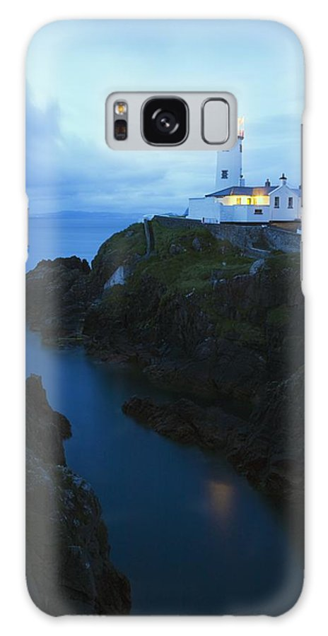 Beacon Galaxy S8 Case featuring the photograph Fanad Head Lighthouse, County Donegal by Richard Cummins
