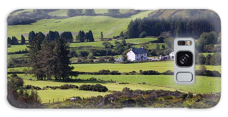 Farmhouse Galaxy S8 Case featuring the photograph Farmland Near Kilgarvan County Kerry by Ken Welsh