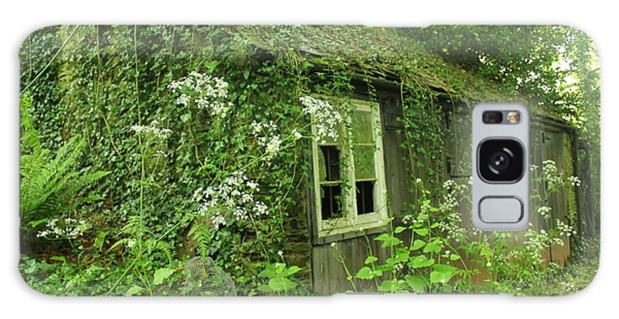 English Cottage Galaxy S8 Case featuring the photograph The Forgotten English Cottage by Rene Triay Photography