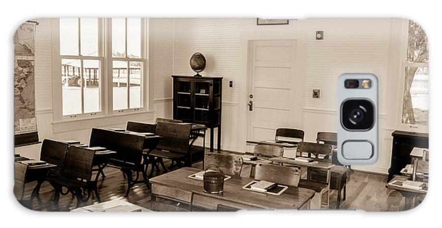 Classroom Galaxy S8 Case featuring the photograph Ft. Christmas Classroom by Shannon Harrington