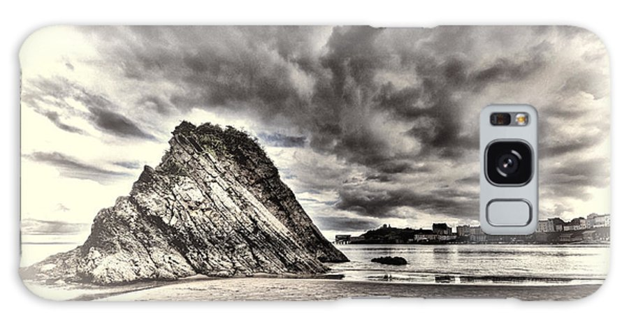 Goscar Rock Tenby Galaxy S8 Case featuring the photograph Goscar Rock Tenby Cream by Steve Purnell