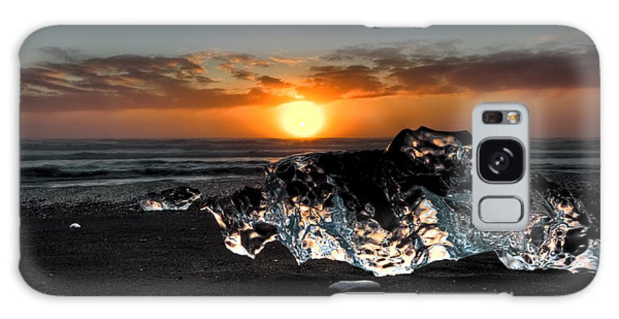 Iceland Galaxy S8 Case featuring the photograph Jokulsarlon Beach by Roddy Atkinson