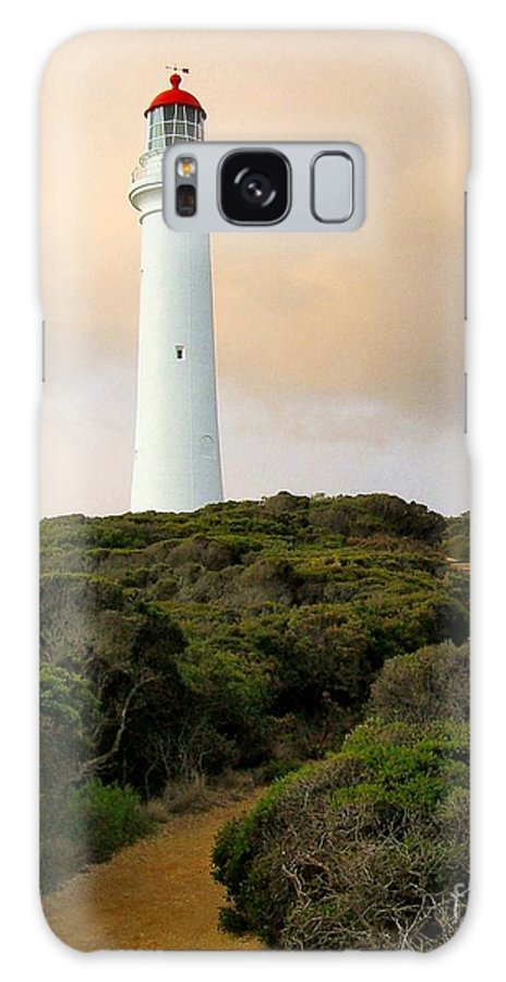 Split Point Light Station Galaxy S8 Case featuring the photograph Lighthouse Path by Laurisa Rabins