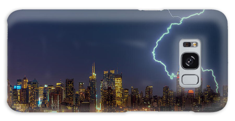 Clarence Holmes Galaxy S8 Case featuring the photograph Lightning Over New York City Vii by Clarence Holmes
