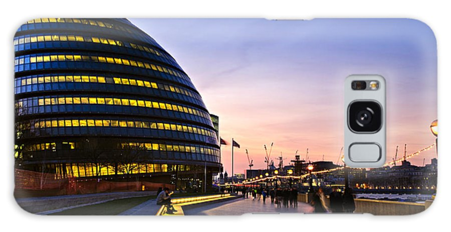 London Galaxy S8 Case featuring the photograph London City Hall At Night by Elena Elisseeva