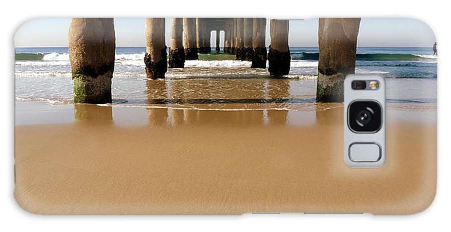 Manhattan Beach Galaxy S8 Case featuring the photograph Manhattan Beach Pier Paddler by Jeff Lowe