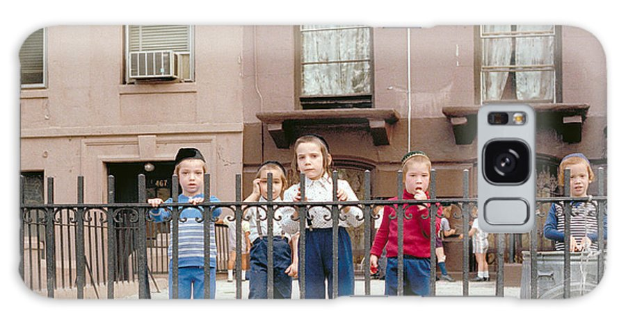 New York Galaxy S8 Case featuring the photograph New York Kids 1975 by Mark Greenberg