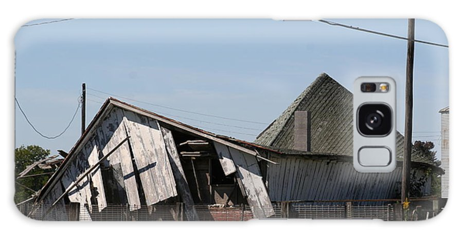Barn Galaxy S8 Case featuring the photograph Ol Barn 27 by Roger Look