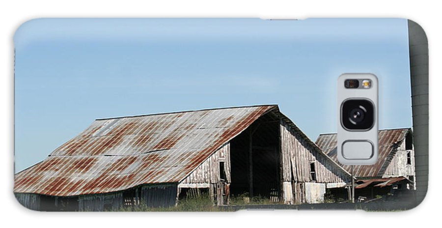 Barn Galaxy S8 Case featuring the photograph Ol' Barn 28 by Roger Look