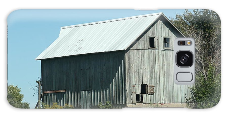 Barn Galaxy S8 Case featuring the photograph Ol Barn 36 by Roger Look