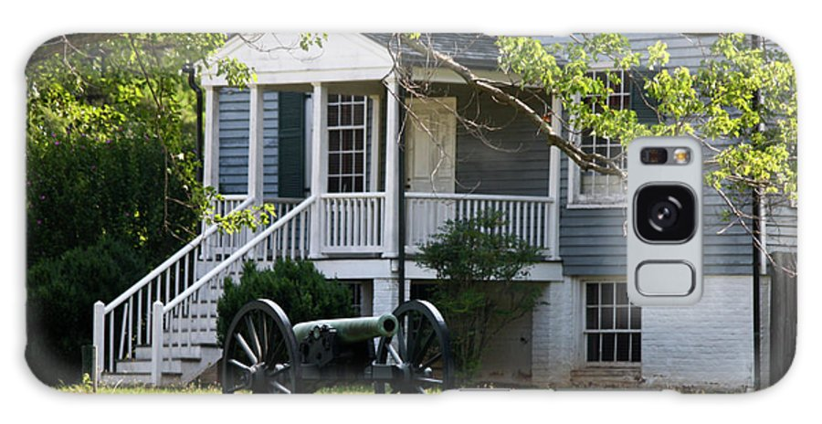 Appomattox Galaxy S8 Case featuring the photograph Peers House And Cannon Appomattox Court House Virginia by Teresa Mucha