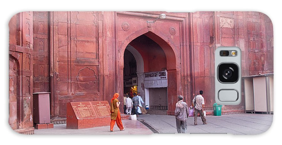 Delhi Galaxy S8 Case featuring the photograph People Entering The Entrance Gate To The Red Colored Red Fort In New Delhi In India by Ashish Agarwal