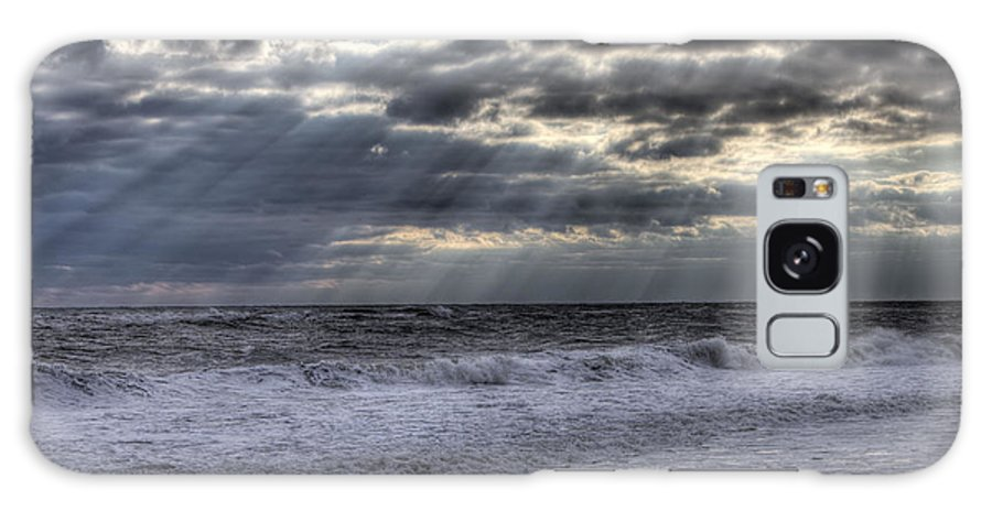 Ocean Galaxy S8 Case featuring the photograph Rays Over The Atlantic by Steve Gravano