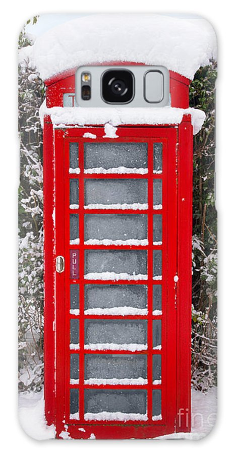 Christmas Galaxy S8 Case featuring the photograph Red British Phonebox In The Snow by Richard Thomas
