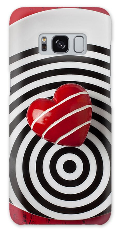 Red Galaxy S8 Case featuring the photograph Red Heart On Circle Plate by Garry Gay