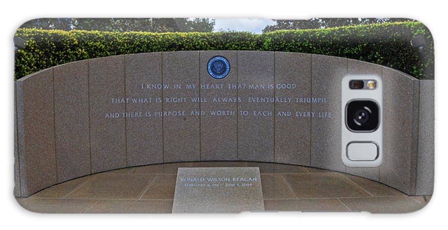 Reagan Library Galaxy S8 Case featuring the photograph Ronald Reagan Memorial by Lynn Bauer