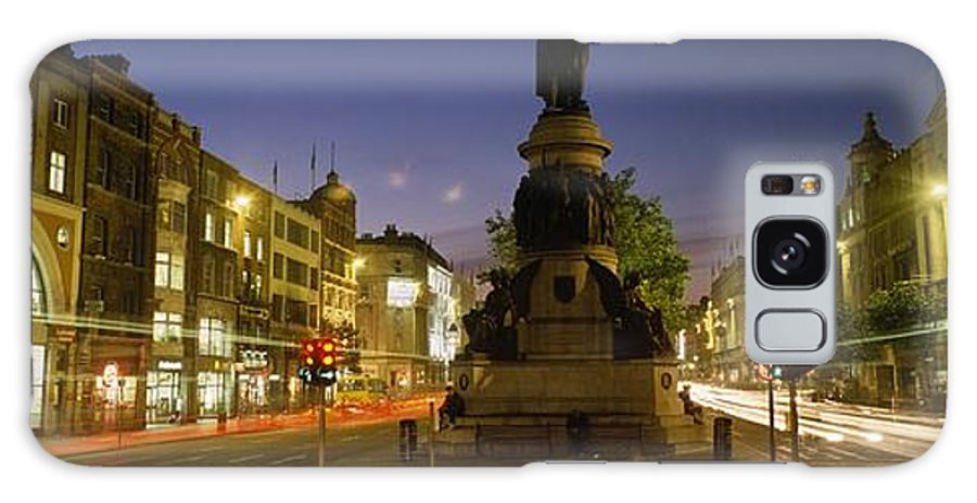 Baile �tha Cliath Galaxy S8 Case featuring the photograph Statue Of A Man On A Pedestal On The by The Irish Image Collection