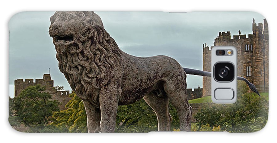 Alnwick Galaxy S8 Case featuring the photograph The Alnwick Lion by David Pringle