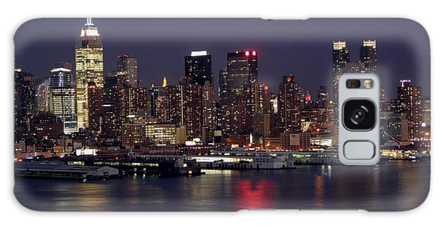 New York City Galaxy S8 Case featuring the photograph The City That Never Sleeps by Living Color Photography Lorraine Lynch
