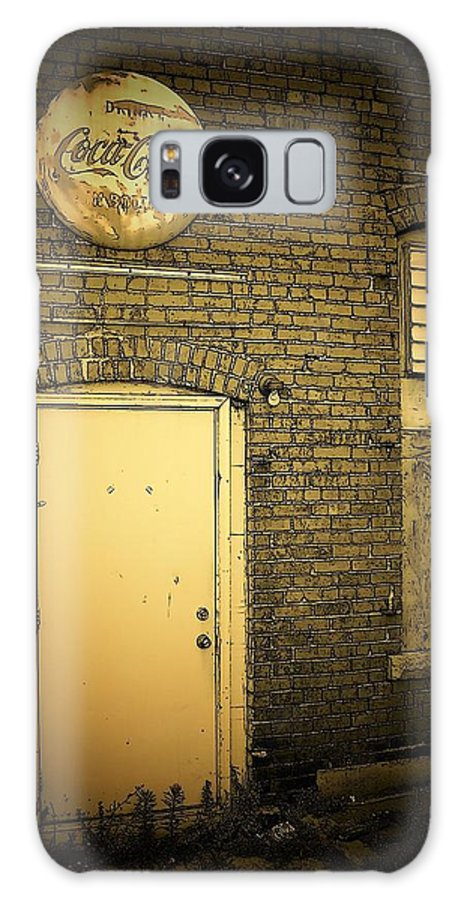 Doorways Galaxy S8 Case featuring the photograph The Entrance by David Milliner