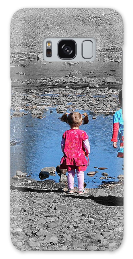 Children Galaxy S8 Case featuring the photograph Throwing Stones by Paul Ward