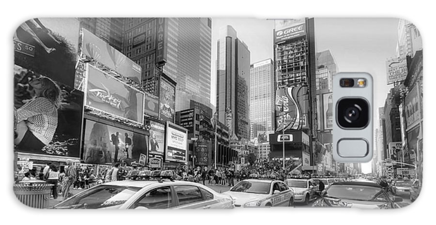 Yhun Suarez Galaxy S8 Case featuring the photograph Times Square Traffic 2.1 Bw by Yhun Suarez