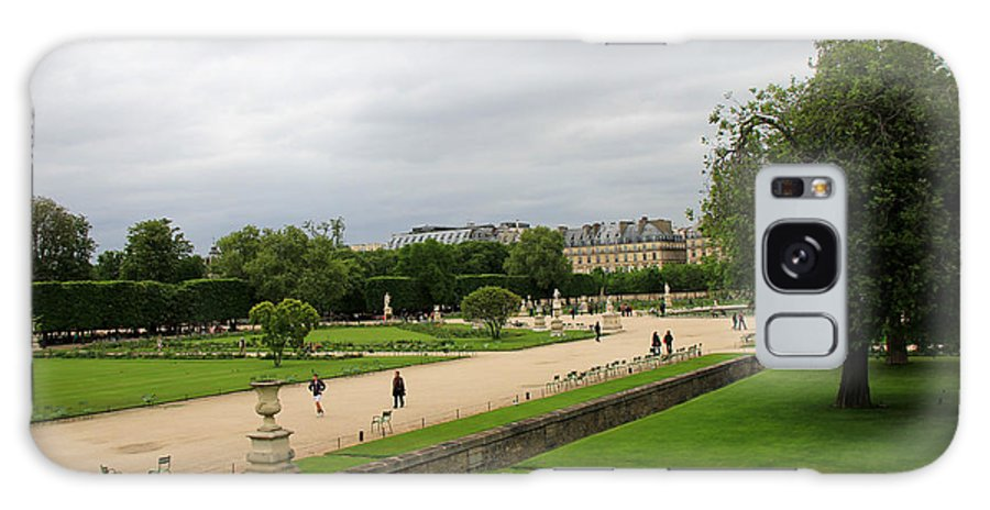 Paris Galaxy S8 Case featuring the photograph Tuileries Gardens 4 by Andrew Fare