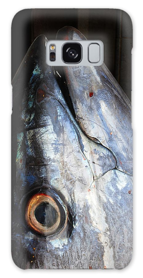 Tuna Galaxy S8 Case featuring the photograph Tuna Head At Fish Market by Perry Van Munster