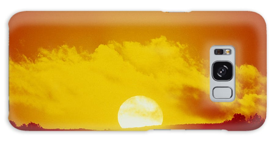 Sunset Galaxy S8 Case featuring the photograph View Of The Sun Setting Behind A Cloud by Tony Craddock