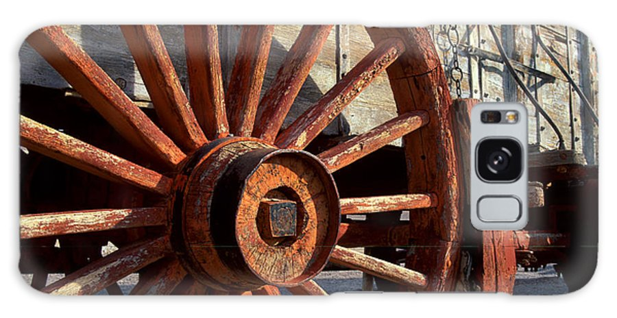 Wagon Galaxy S8 Case featuring the photograph Wagon Wheel by Chlaus Loetscher