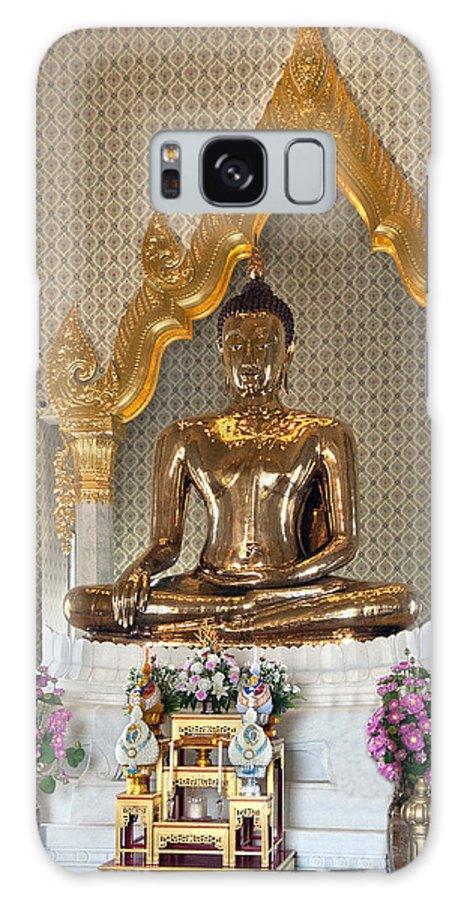 Bangkok Galaxy S8 Case featuring the photograph Wat Traimit Golden Buddha Dthb964 by Gerry Gantt