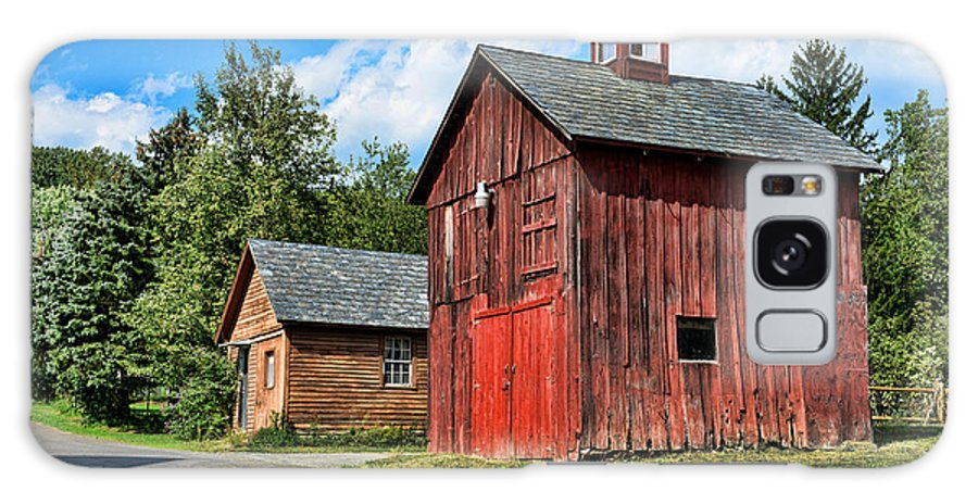 Weathered Red Barn Galaxy S8 Case featuring the photograph Weathered Red Barn by Paul Ward