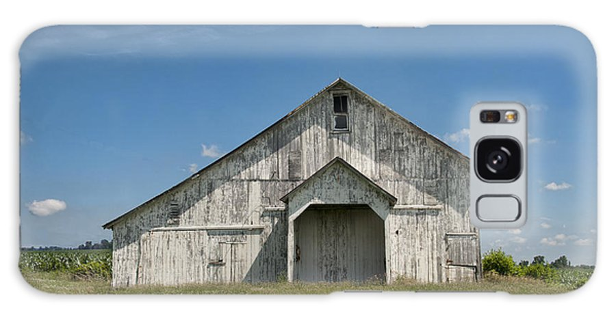 Barn Galaxy S8 Case featuring the photograph Whte Barn by David Arment