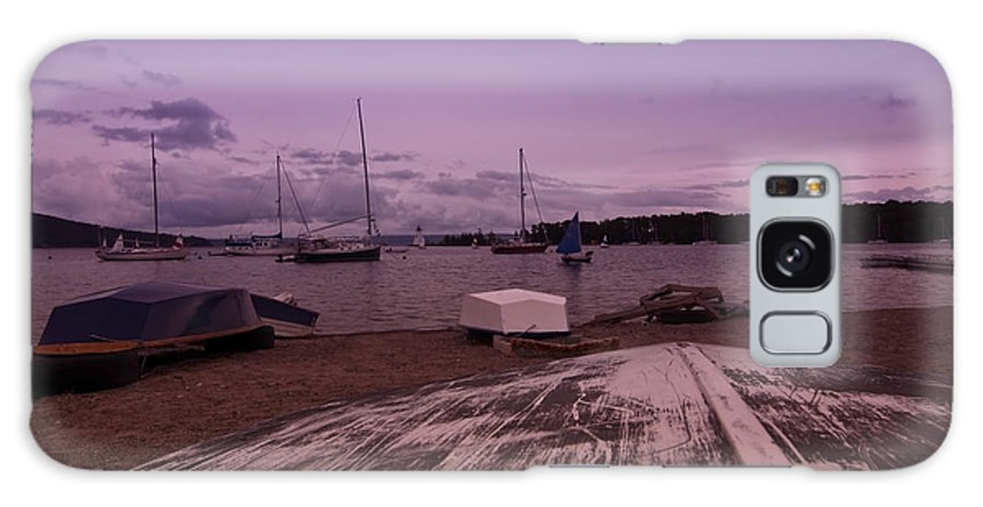 Rowboat Galaxy S8 Case featuring the photograph Canadian Harbor At Dusk by Sven Brogren