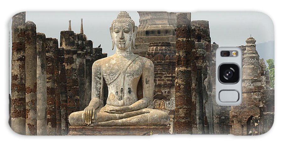 Sukhothai Galaxy S8 Case featuring the photograph Buddha At Sukhothai by Bob Christopher