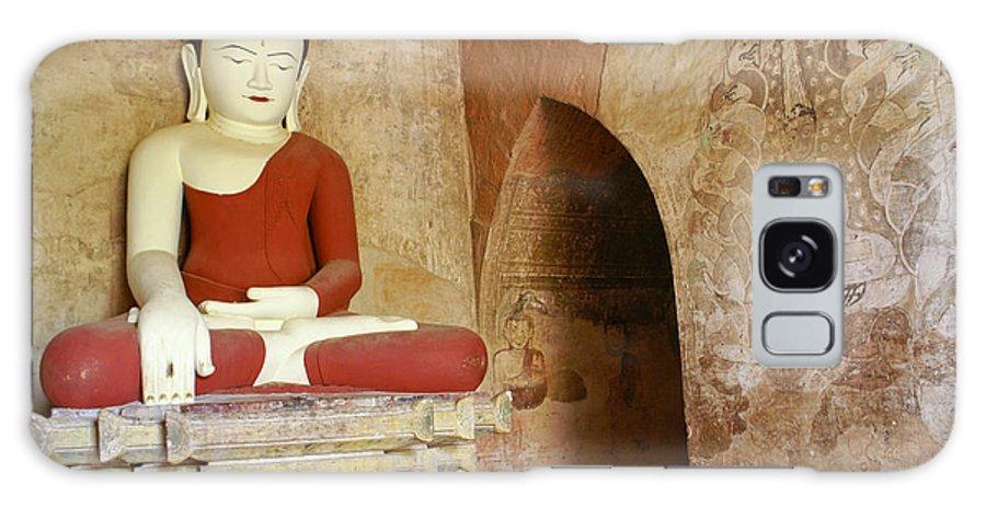 Buddha Galaxy S8 Case featuring the photograph Buddha In A Niche by Michele Burgess