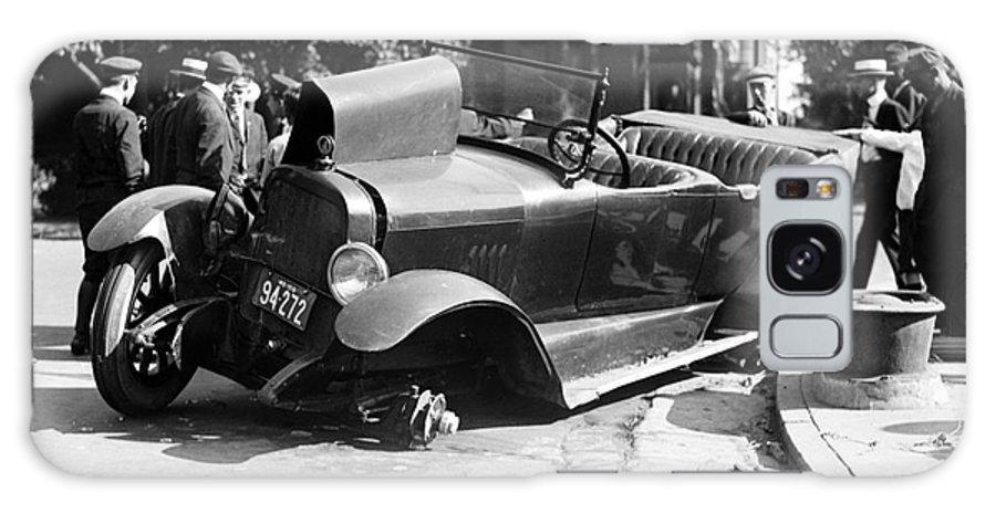 1919 Galaxy S8 Case featuring the photograph Car Accident, C1919 by Granger