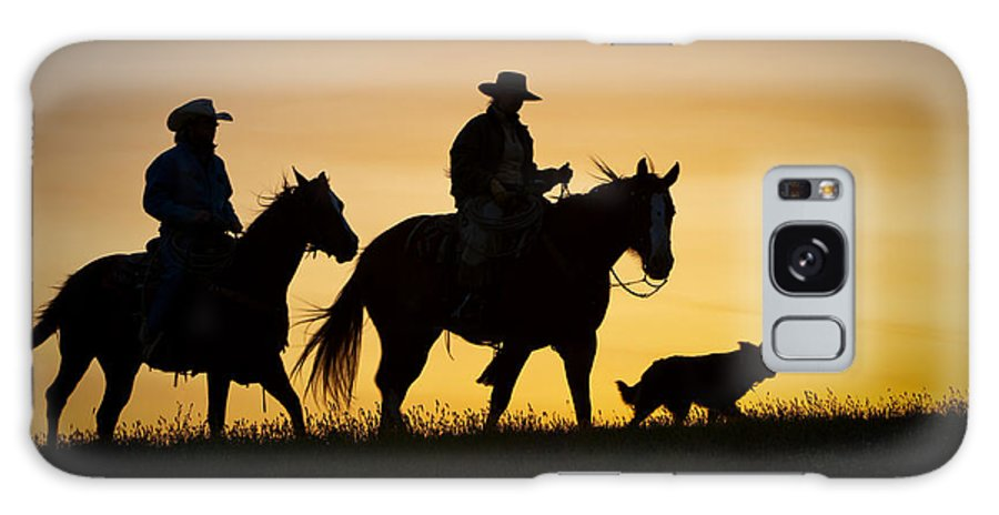 Cowboys And Horses Galaxy S8 Case featuring the photograph Day Is Done by Sandra Bronstein