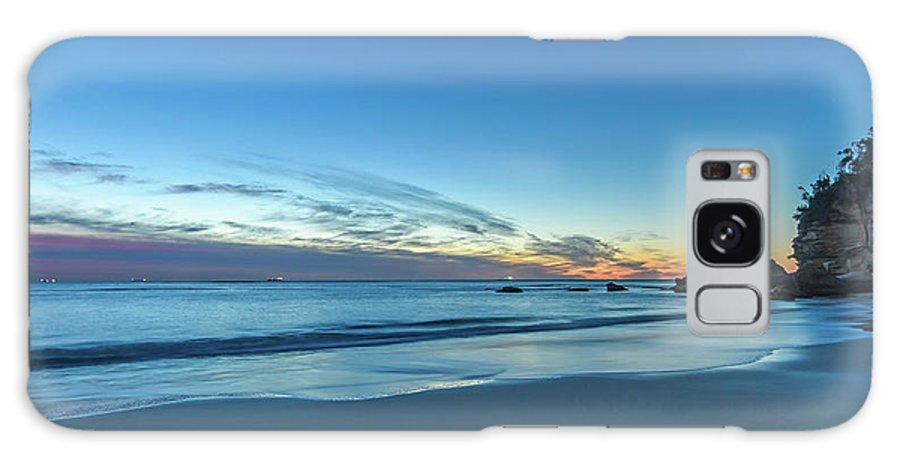 Cabbage Tree Harbour Galaxy S8 Case featuring the photograph Rocky Daybreak Seascape by Merrillie Redden