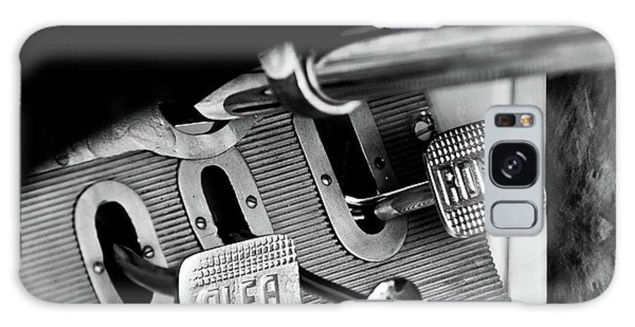 1931 Alfa Romeo 6c 1750 Gran Sport Aprile Spider Corsa Pedals Galaxy S8 Case featuring the photograph 1931 Alfa Romeo 6c 1750 Gran Sport Aprile Spider Corsa Pedals -3689bw by Jill Reger