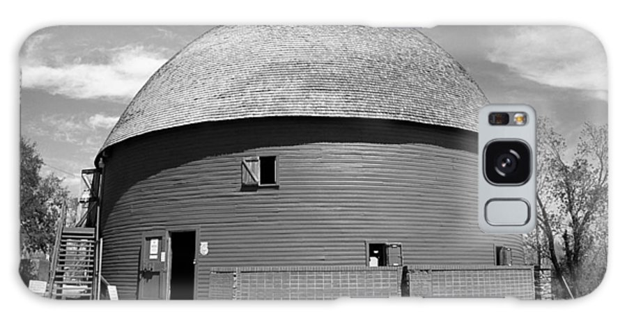 66 Galaxy S8 Case featuring the photograph Route 66 - Round Barn by Frank Romeo