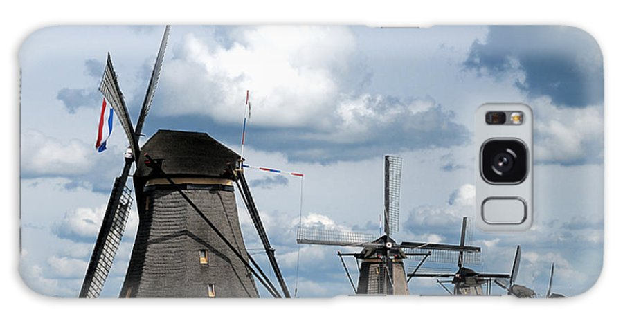 Kinderdijk Galaxy S8 Case featuring the photograph Kinderdijk Windmills by Soon Ming Tsang